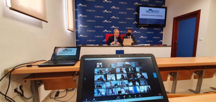 Díaz (al fondo, izda.) interviene en la Asamblea de CECO