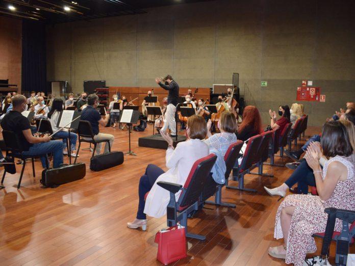 Reunión de representantes de empresas locales con la Orquesta de Córdoba y la delegada Blanca Torrent