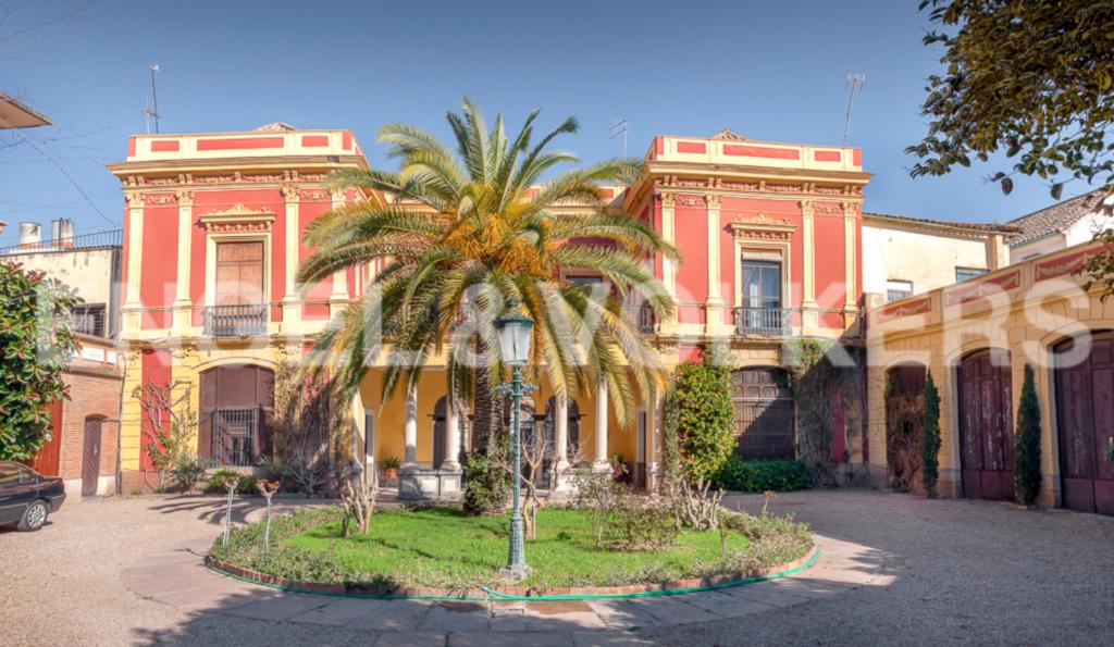 Fachada del palacio de los Condes de Torres Cabrera (Córdoba)