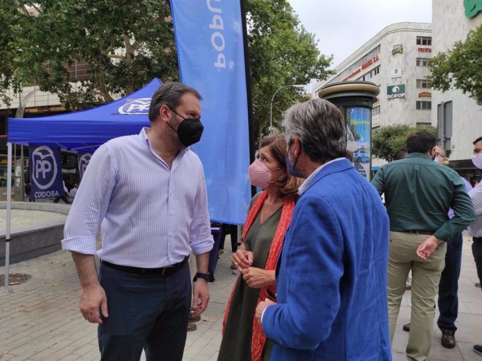 Adolfo Molina con representantes del PP