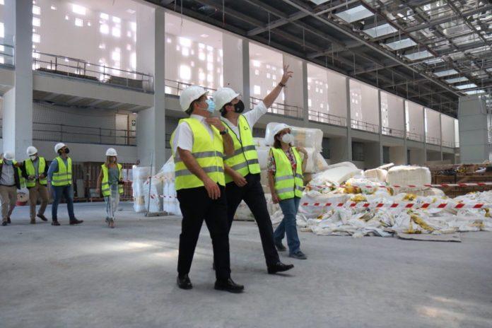Bellido (centro), en la visita a las obras del CEFC