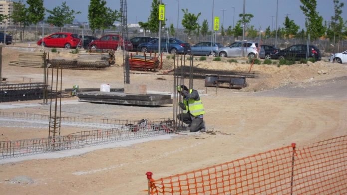 Obrero en una construcción